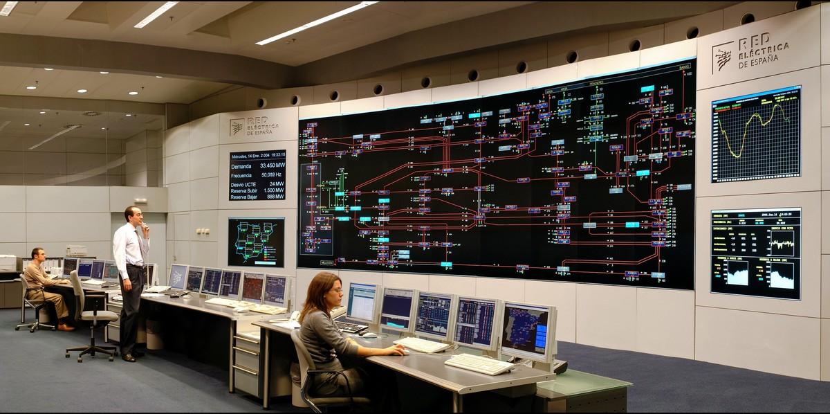 Rys. 2. Sala dyspozycji mocy operatora REE (Red Eléctrica de España – Hiszpania