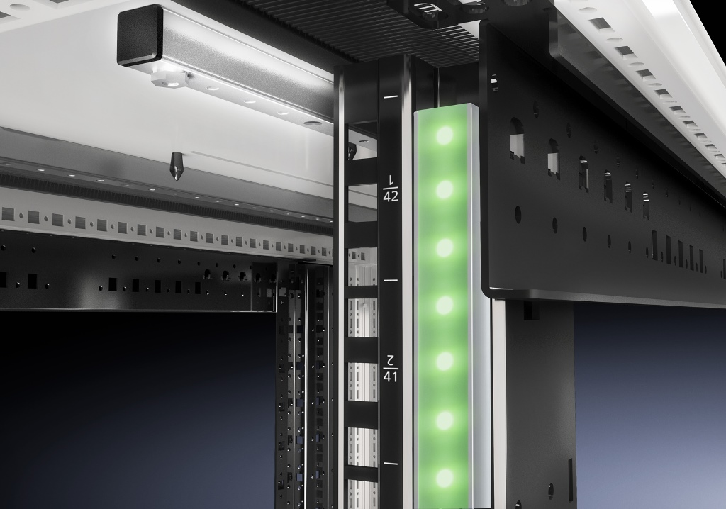 Umieszczone przy serwerach i przełącznikach tagi RFID pomagają w zachowaniu kontroli nad całością. W tagach można zapisać liczne informacje, takie jak producent, numer fabryczny, terminy serwisowania i przeprowadzone naprawy.
