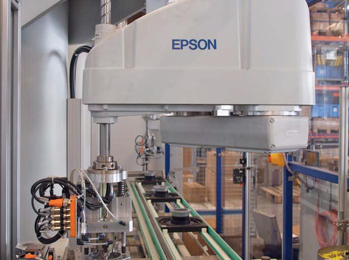 Robot Epson SCARA G6 pracujący na linii montażowej