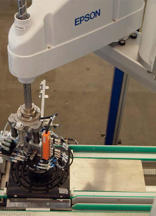 Proces montażu realizowany robotem Epson SCARA seria G6