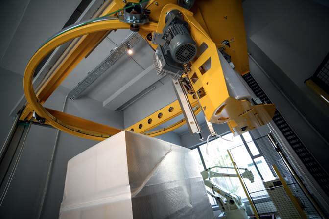 Robot Kawasaki YF003N pracuje w AIR w aplikacji ultraszybkiego pakowania