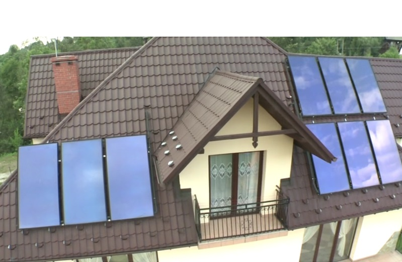 Malownicze kolektory słoneczne do ogrzewania. Coraz częściej w planowaniu przestrzennym będą się pojawiały także instalacje fotowoltaiczne