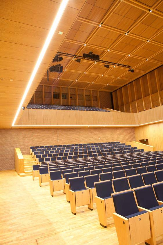 Do największych wyzwań przed którymi stanęli Projektanci LUG należało właściwe oświetlenie Sali koncertowej i Sali prób.