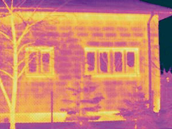 Rys. 2. Mostki termiczne (oznaczone żółtym kolorem) spowodowane zaprawą łączącą cegły w murze. (Źródło : Portal Budujemy dom.pl, http://www.budujemydom.pl/termoizolacja/8264-dom-bez-mostkow-termicznych).